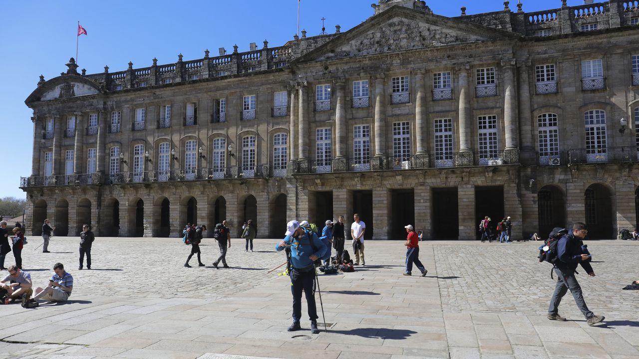 CIS Aixiña: Entidades sociais de Ourense deseñan unha X humana..Miembros de la BRIF Laza actuando en un incendio en la parroquia quiroguesa de A Seara