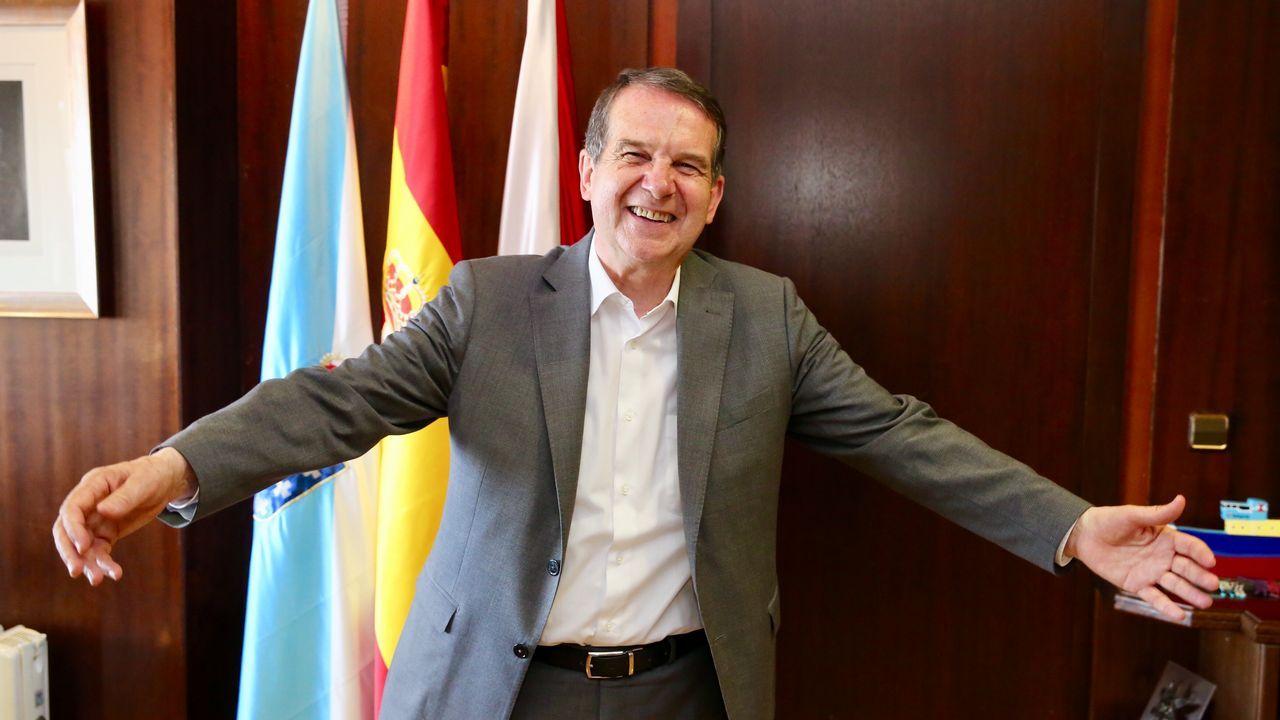 Villegas al PSOE: «El que quiera pactar con Ciudadanos tiene que renegar de las políticas de Sánchez».Mariví Monteserín celebrando la victoria en los comicios municipales