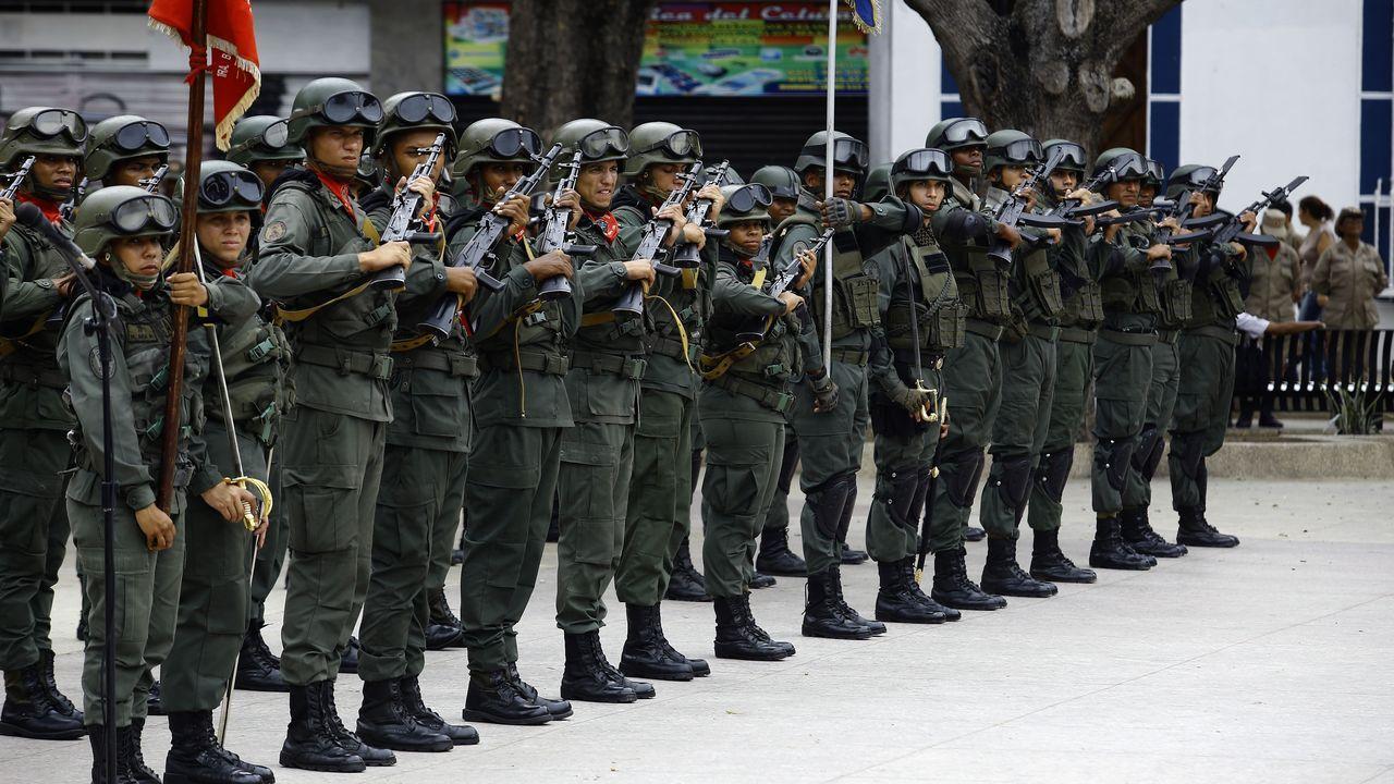 Trasladado del féretro de un asesinado en Cota 905 (Caracas).