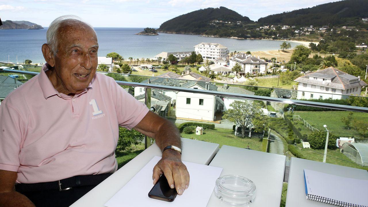 Alfonso Herrero Real Oviedo Albacete Carlos Tartiere.De Carlos, en la imagen con la playa de Area al fondo, preside la Junta Electoral del Real Madrid