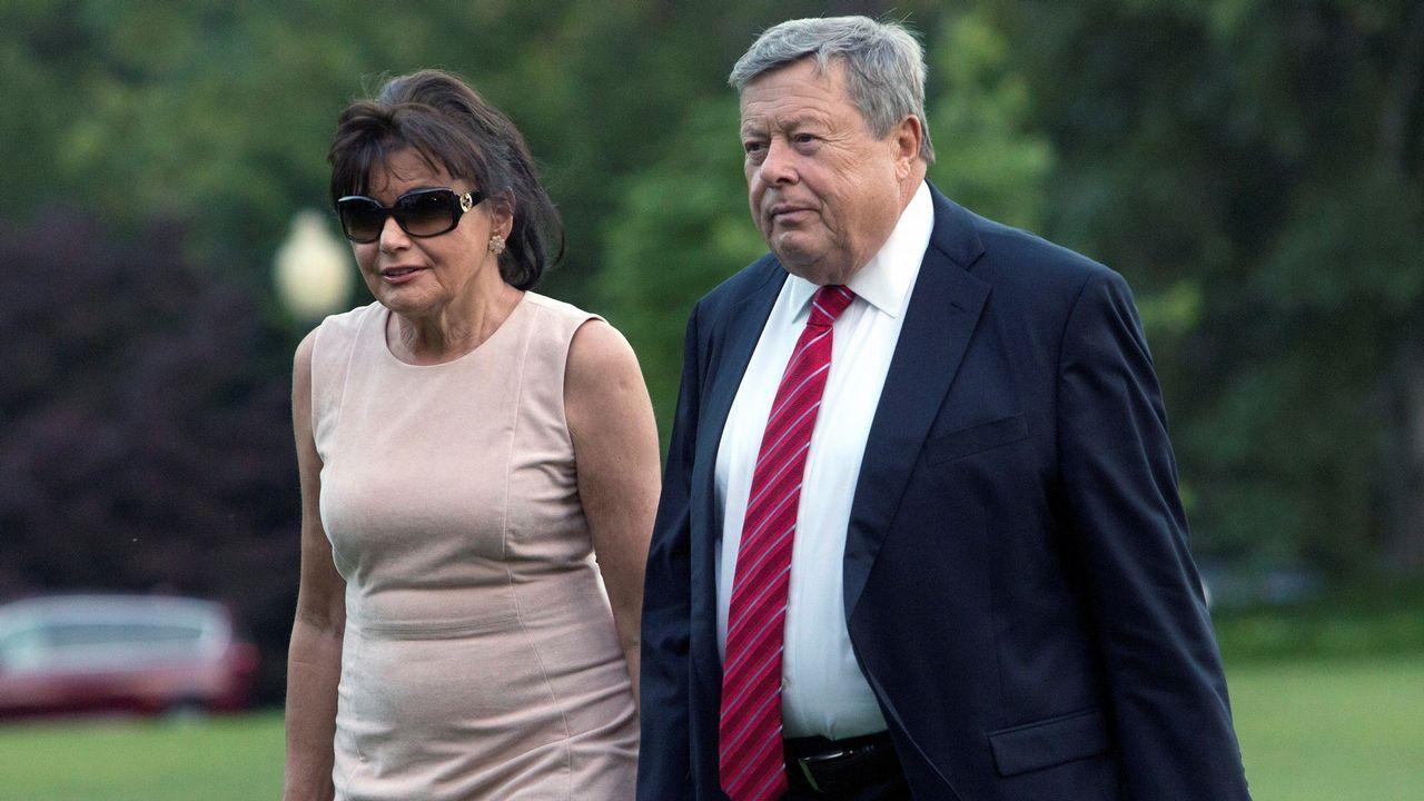 Así lució Melania Trump los mocasines de Zara.Los padres de Melania Trump, Viktor y Amalija Knavs, juraron la Constitución norteamericana en una ceremonia privada celebrada en Nueva York