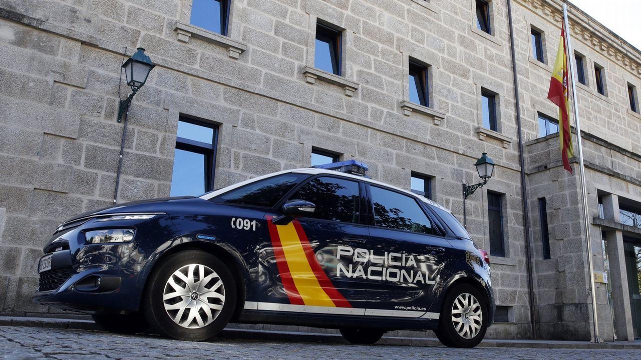 Atasco en la AP-9, en Santiago, tras una colisión entre dos vehículos.Una imagen de hace cuatro años del psiquiatra Alfonso Mozos