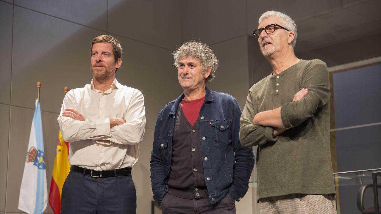 Luis César, en el centro, junto a sus ayudantes Marcos Marcén y Juan Iglesias