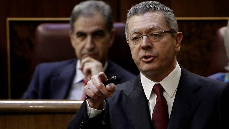 La ministra de Sanidad, Ana Mato y el consejero de Sanidad de Castilla-La Mancha y secretario de sanidad del PP, José Ignacio Echániz