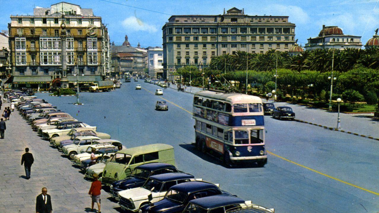 Imagen del Cantón Grande a finales de los años 60, con los trolebuses de dos pisos aún en funcionamiento y la Casa Caruncho en pie