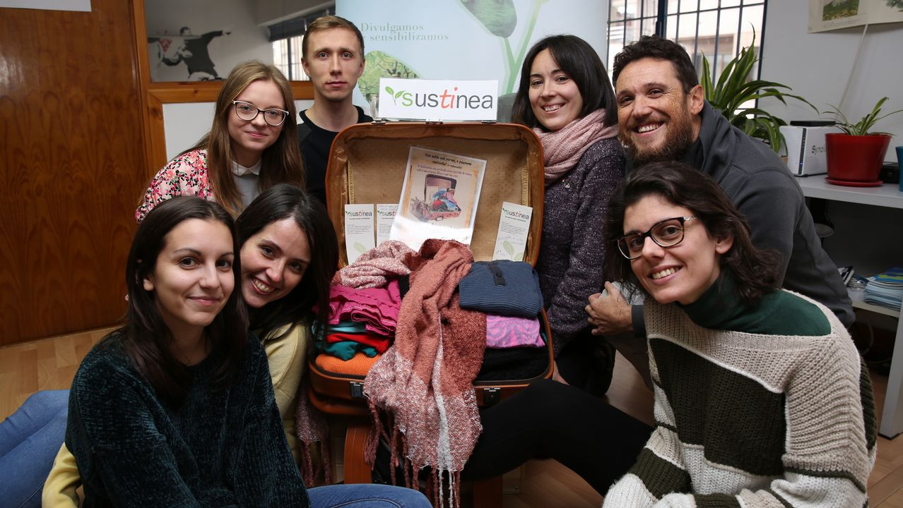Sustimaleta, iniciativa de Sustinea.Muñoz Codina, con chaqueta gris, en su etapa anterior en la planta de Vigo