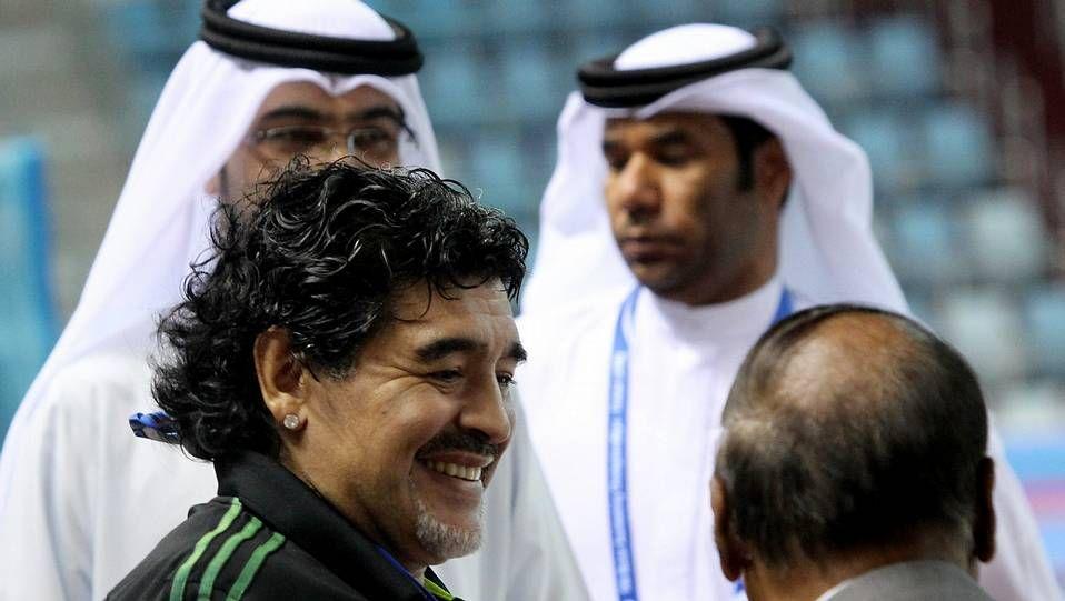 Maradona desata la locura a su llegada a Italia