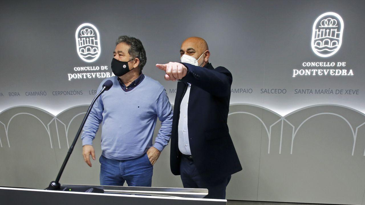 Miguel Anxo Fernández Lores y Tino Fernández, este jueves en la sala de usos múltiples del Concello de Pontevedra