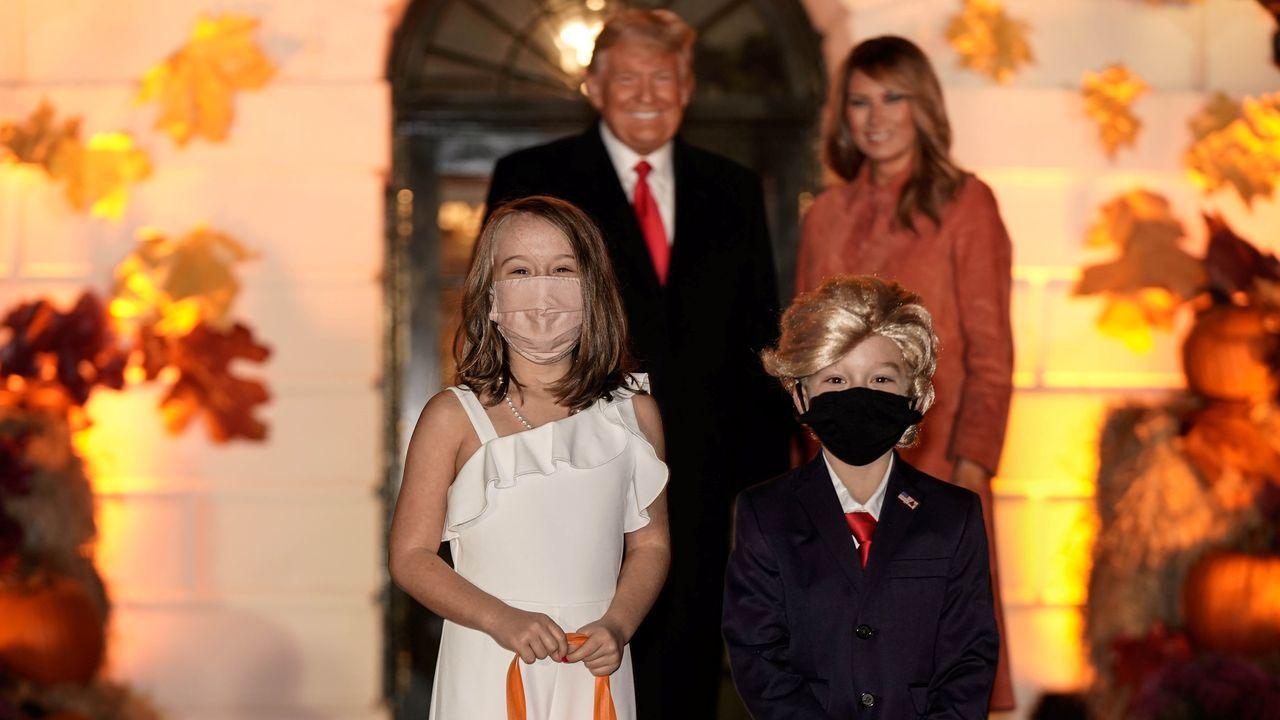 Dos niños se presentaron en la recepción de la Casa Blanca disfrazados de Donald y Melania Trump