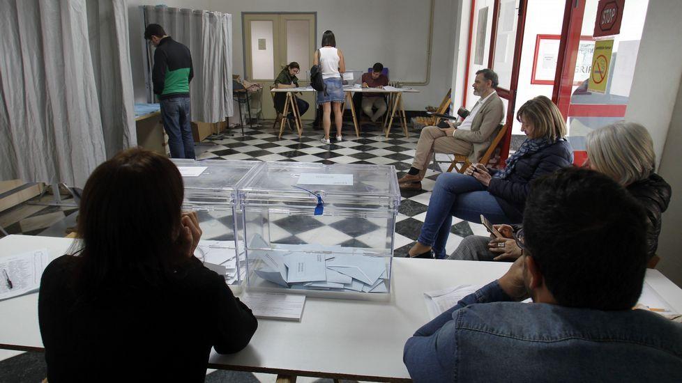 Las fotos de la XX Festa dos Avós de Sober.Colegio electoral de la antigua casa de socorro, en el casco urbano de Monforte