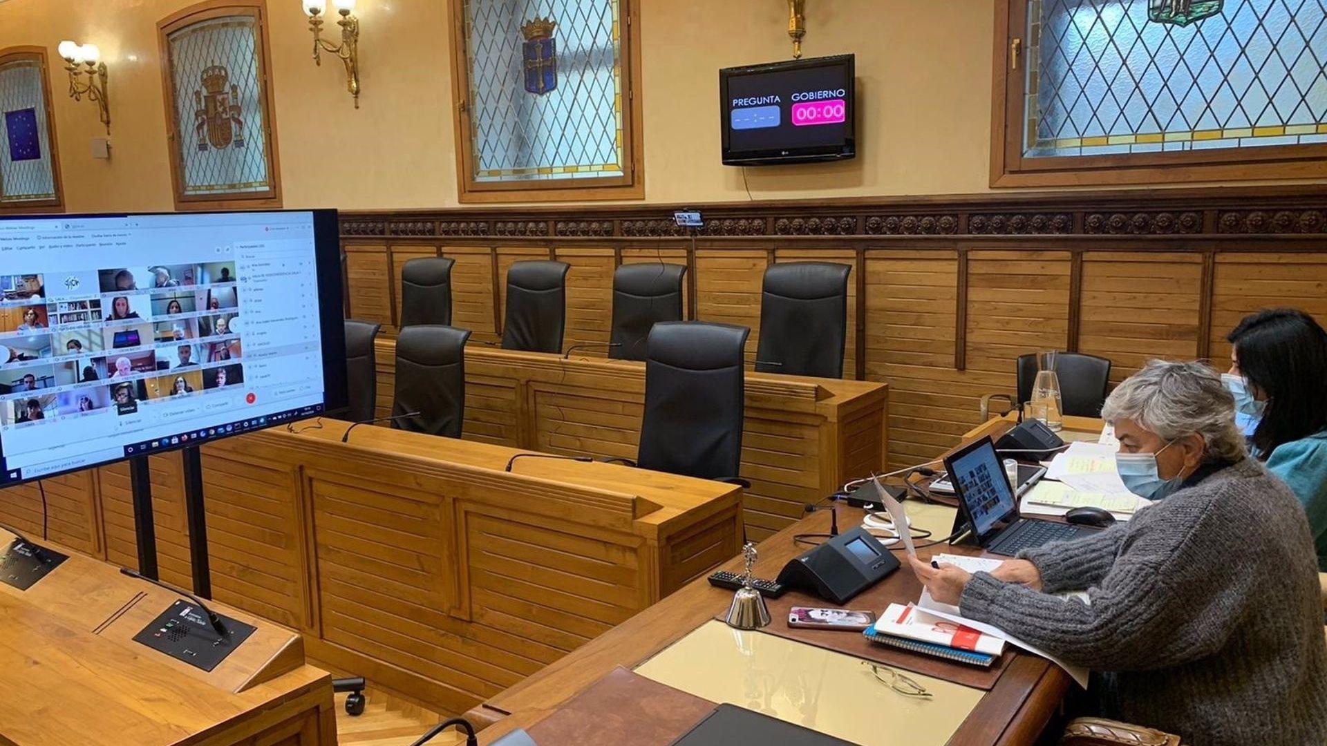 La alcaldesa, Ana González, durante el pleno telemático del Ayuntamiento de Gijón