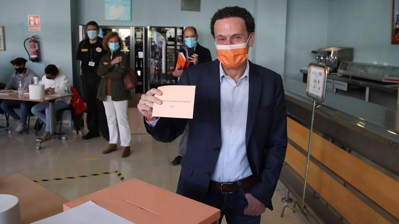 El candidato de Ciudadanos, Edmundo Bal, votó en el Centro Cultural Alfredo Kraus.