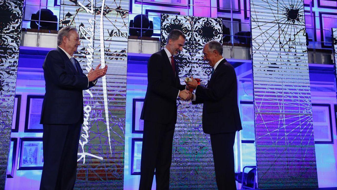 Felipe VI entrega al presidente luso el galardón