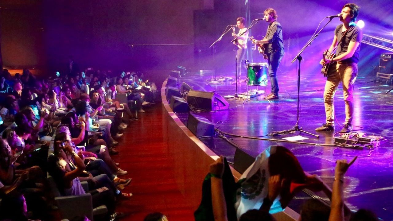 Audiciones a ciegas en «La Voz»: Andrés Balado canta «Purple Rain».El argumento será una cena en casa de Los Javis
