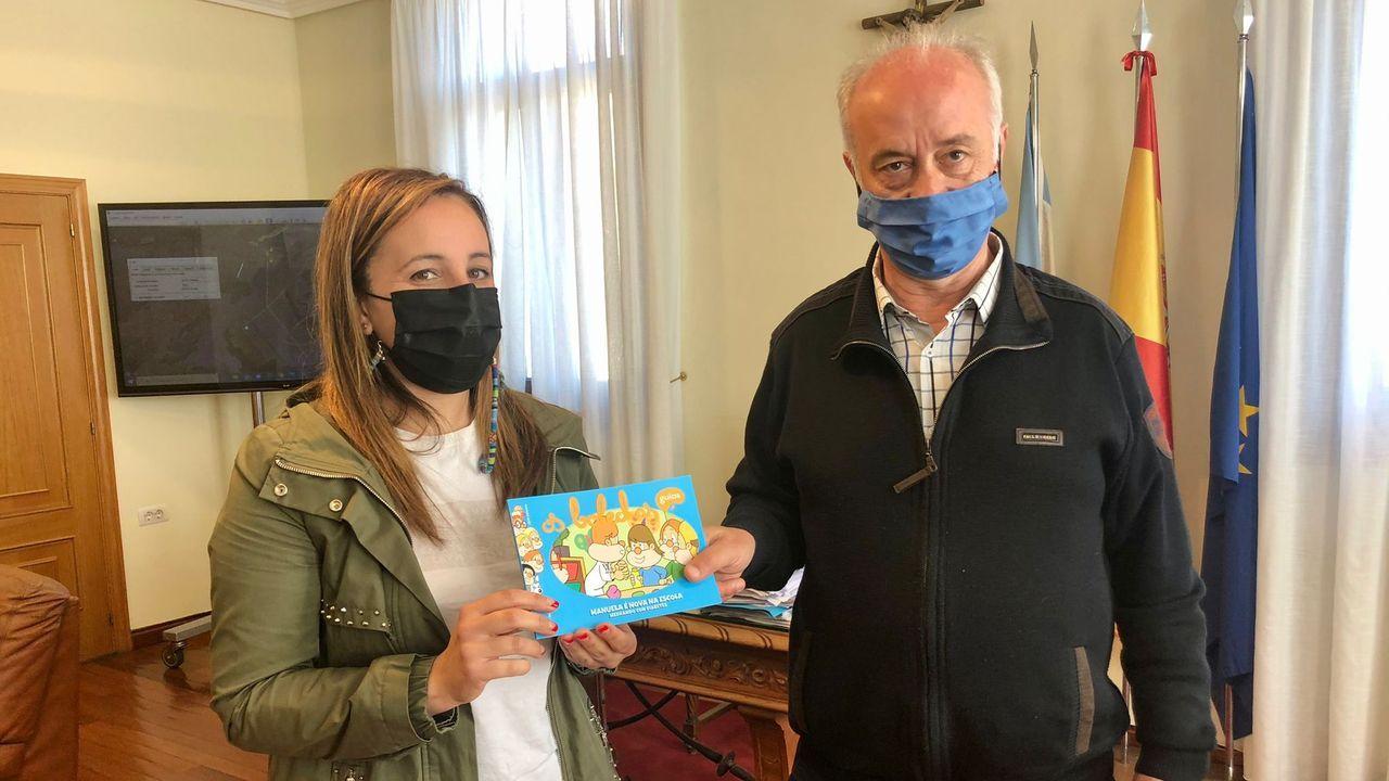 Colas para vacunarse contra el covid en Pontevedra.El cribado realizado en Barro el lunes y el martes se saldó sin positivos en covid