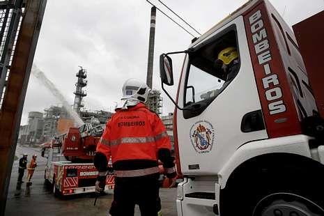 Los bomberos de A Coruña y Arteixo colaboraron en el ejercicio.