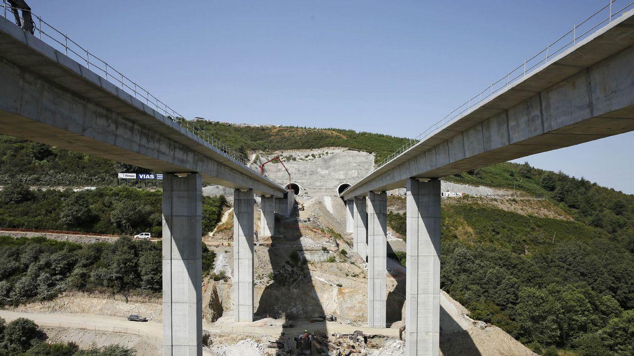 Algunas de las estructuras más altas de Galicia.El túnel de As Maceiras desde la estación de Urzáiz, desde donde partiría el subterráneo de la salida sur