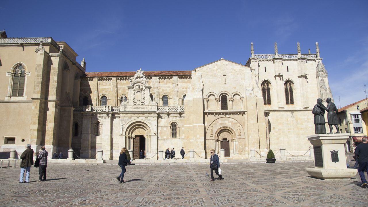 leon.La basílica de San Isidoro es, junto a la catedral, el templo más importante de la ciudad. Aquí está el Panteón de Reyes y el cáliz de doña Urraca que, según la leyenda, es el Santo Grial. En pleno casco antiguo, es una de las construcciones románicas más destacadas en toda la geografía española en este estilo arquitectónico