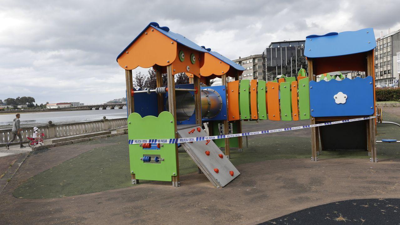 Los parques infantiles de Viveiro continúan precintados y no podrán utilizarse hasta el lunes, día 22