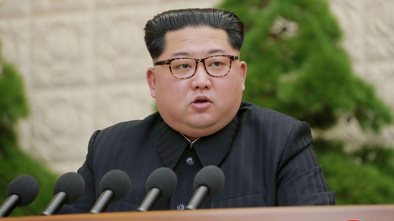 Encuentro histórico entre los líderes de las dos Coreas tras 65 años de conflicto.Imagen del histórico encuentro entre el dirigente norcoreano y el presidente surcoreano