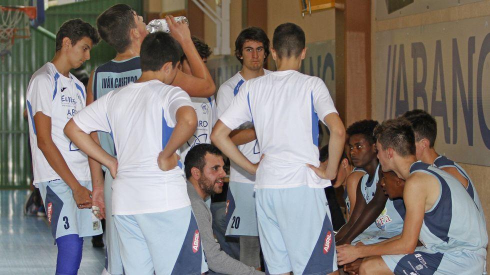 Las imágenes del partido entre el Xuven vs Granada