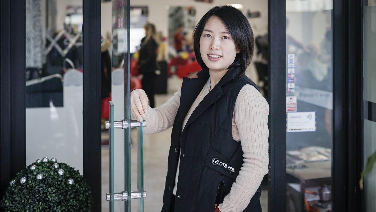 Lai Feng Qiong regenta una peluquería en el centro de Ourense