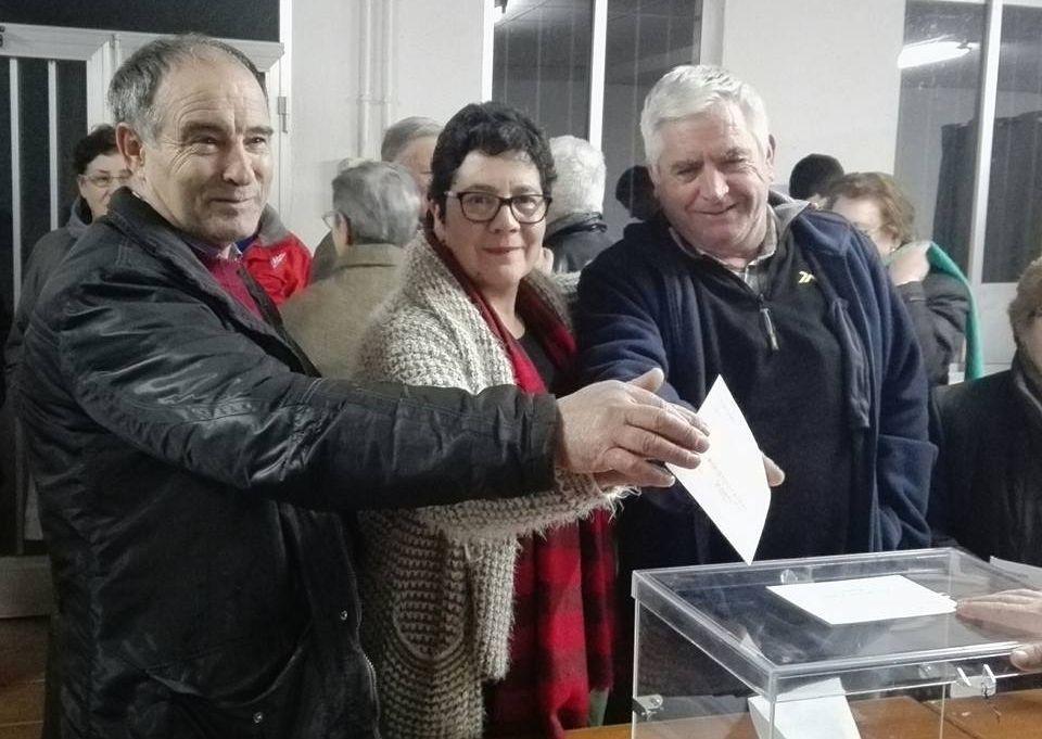 Los tres aspirantes en el transcurso de las votaciones en Palio.