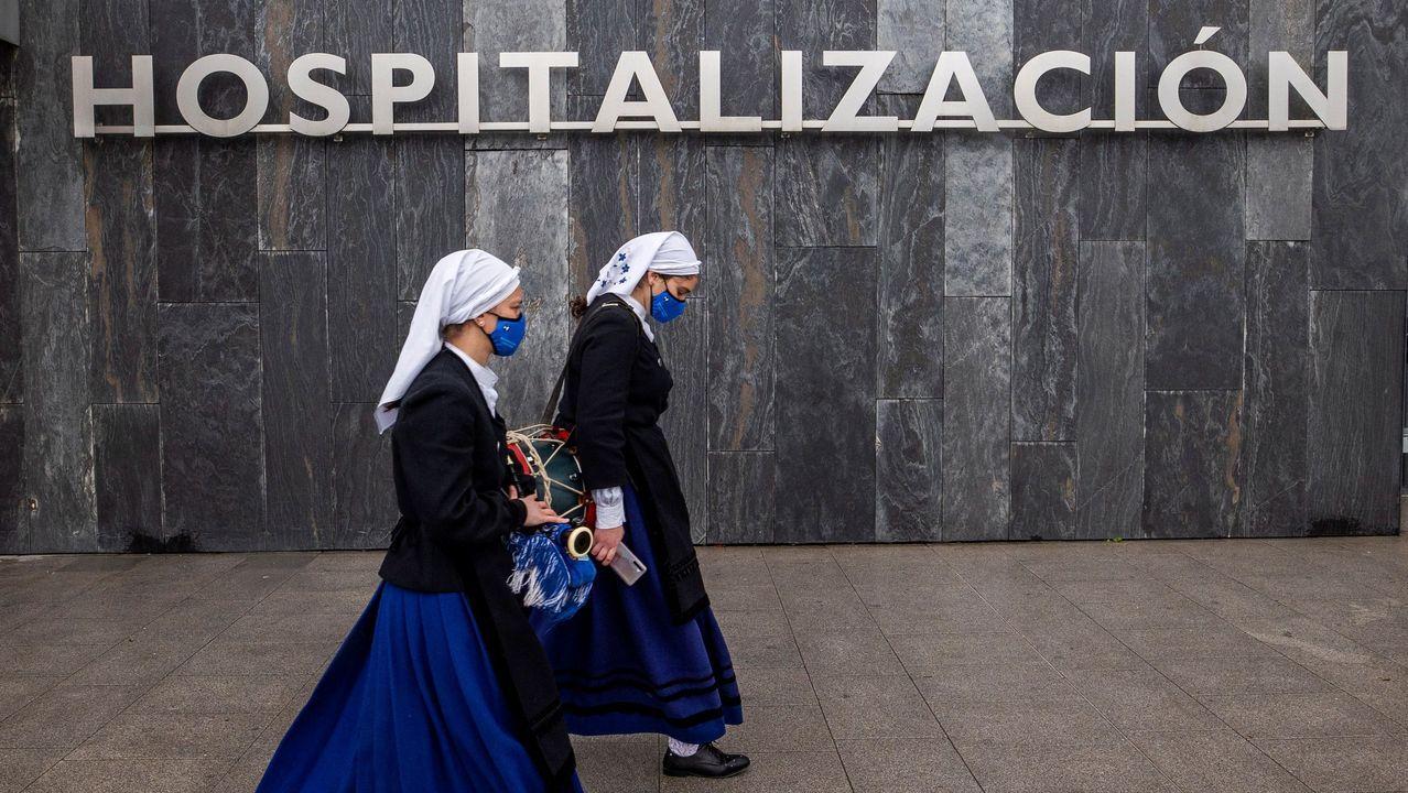 La Guardia Civil busca a un operario sepultado por un alud de nieve.La banda de gaitas Ciudad de Oviedo tocó frente a las puertas del Hospital Universitario Central de Asturias (HUCA)