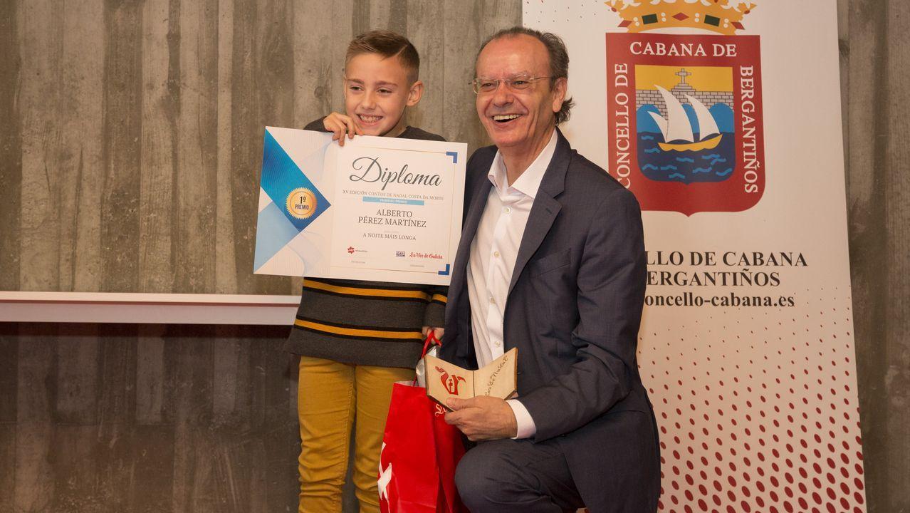 <span lang= gl >Premios aos novos contadores de historias</span>.Muñoz Codina, con chaqueta gris, en su etapa anterior en la planta de Vigo