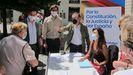 El presidente del PP de Zaragoza, Ramón Celma, el vicesecretario de Comunicación del PP, Pablo Montesinos, y el presidente del PP Aragón, Luis María Beamonte, ayer, en el inicio de la campaña de recogida de firmas contra los indultos a los presos del  «procés» en Zaragoza.