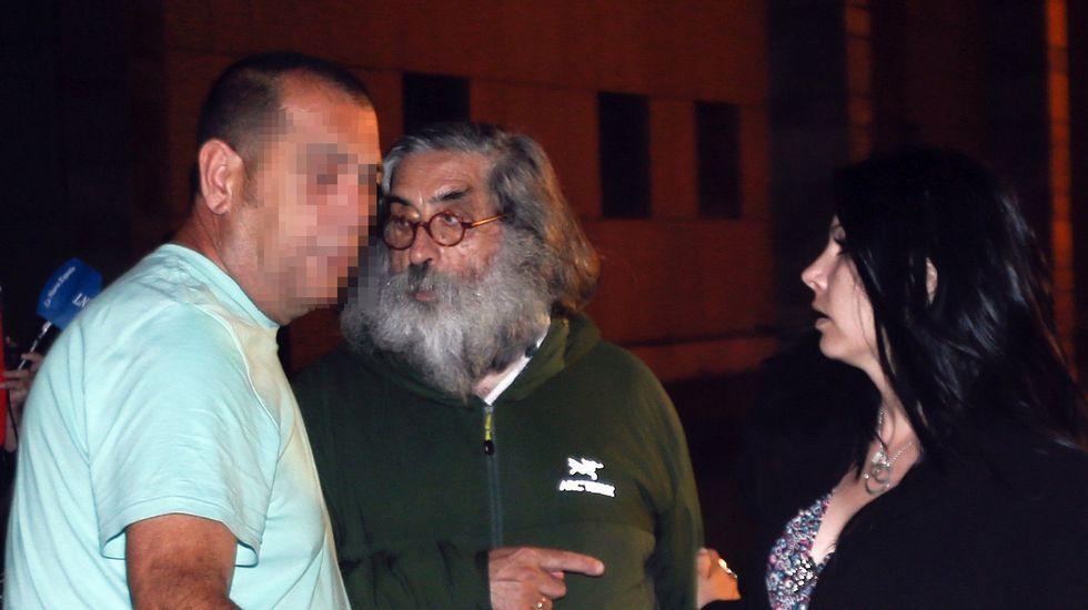 José Antonio Postigo, a la izquierda, tras su puesta en libertad con cargos