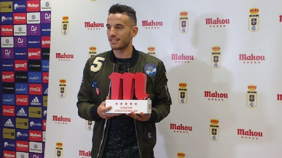 Fernández recibe el premio a Jugador 5 Estrellas