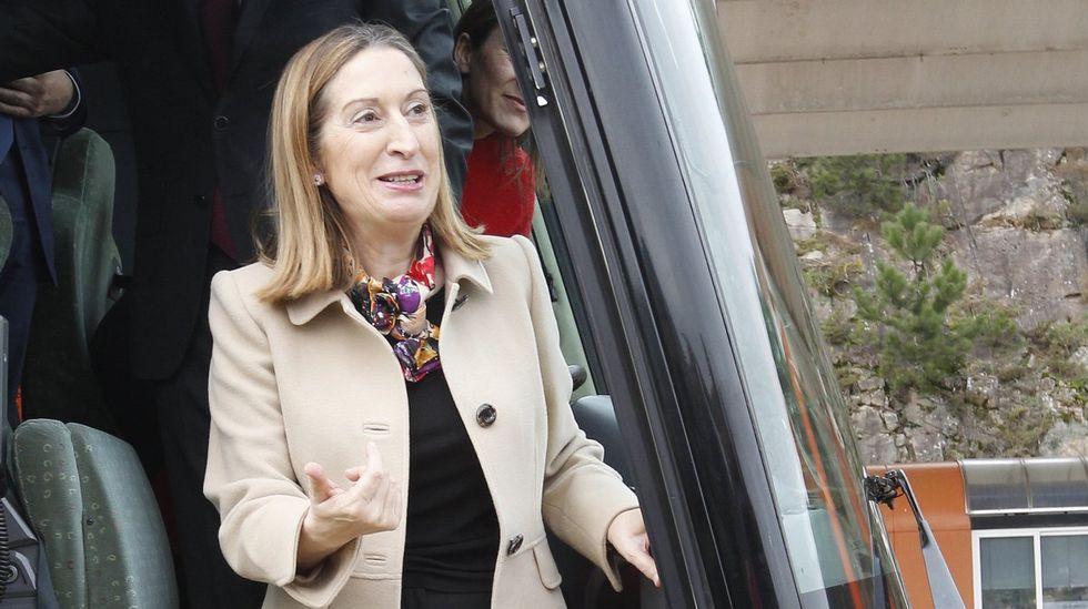 La ministra Ana Pastor es una de las diputadas más veteranas, después de su compañera Teófila Martínez. La primera entró en el Congreso en el 2000, y la segunda, en 1989.