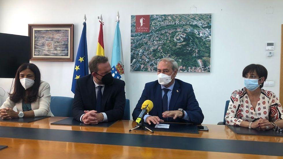 Análisis: así evoluciona la quinta ola de coronavirus en Lugo.El secretario de estado de Turismo y el alcalde, reunidos ayer en el Ayuntamiento de Monforte