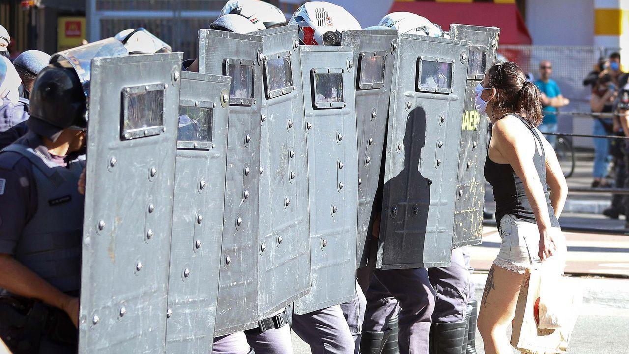 Partidarios y detractores del presidente brasileño Jair Bolsonaro, se enfrentaron este domingo en medio de unas violentas protestas que dejaron varios heridos en Sao Paulo
