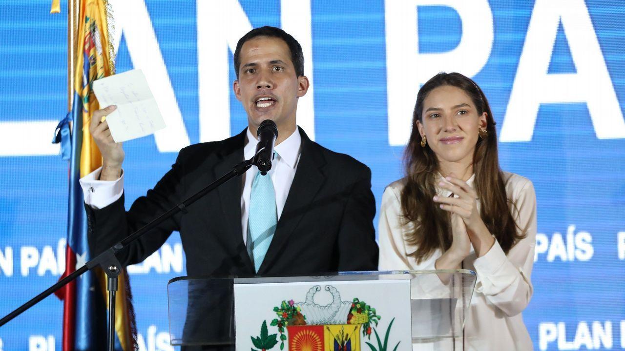 Venezuela se echa a la calle para reclamar elecciones libres.Juan Guaidó, acompañado de su esposa, Fabiana Rosales, durante la presentación este jueves de su Plan País