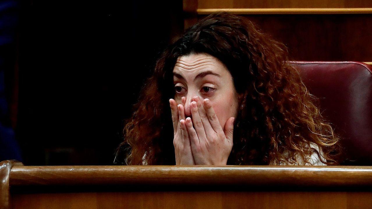Aina Vidal (En Comú Podem), emocionada tras la mención de Pablo Iglesias durante su intervención. La diputada no asistió a la sesión del domingo por causa de la grave enfermedad que sufre