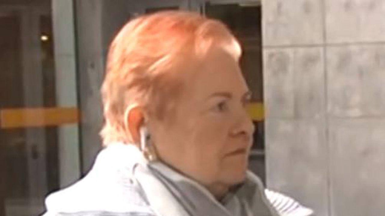 O Salnés «normaliza» los partos.María Josefa Fernández, frente a los juzgados de Oviedo
