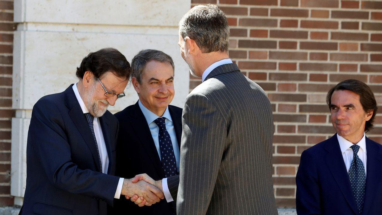 El Rey con los cuatro expresidentes de la democracia.Pedro Sánchez y Pablo Iglesias se reunieron el 11 de junio en el Congreso