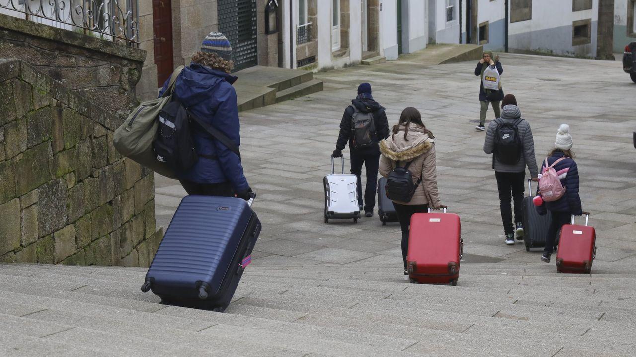 Asturias, Oviedo .Turistas en Santiago a principios de enero