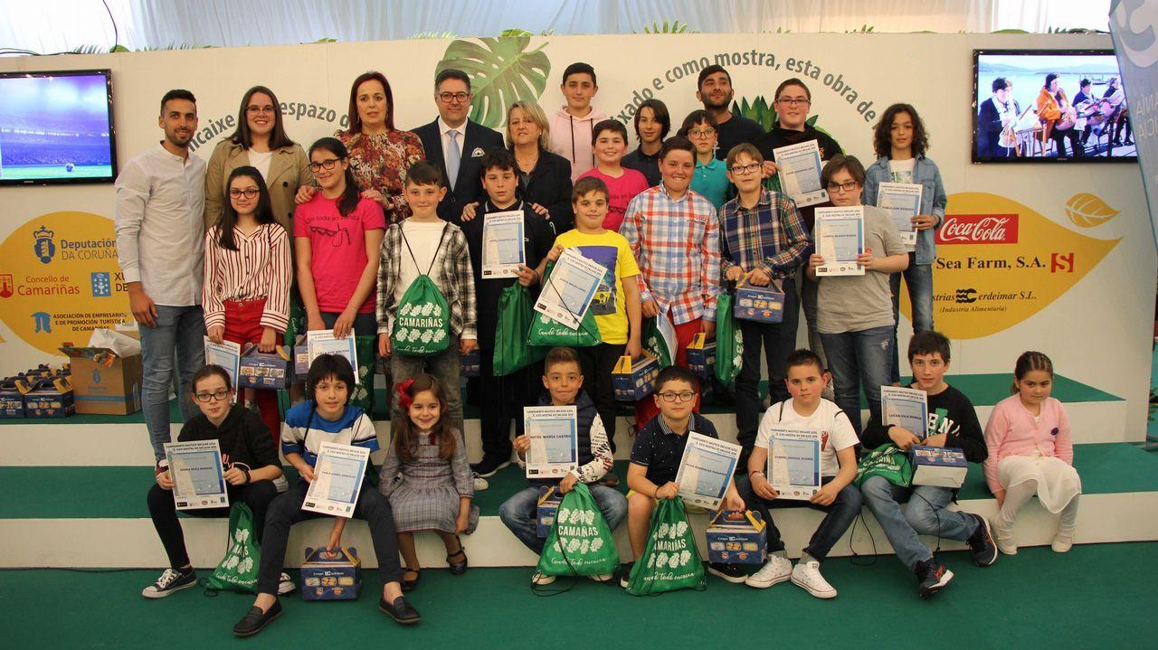 Los jóvenes diseñadores premiados en la Mostra do Encaixe de Camariñsa