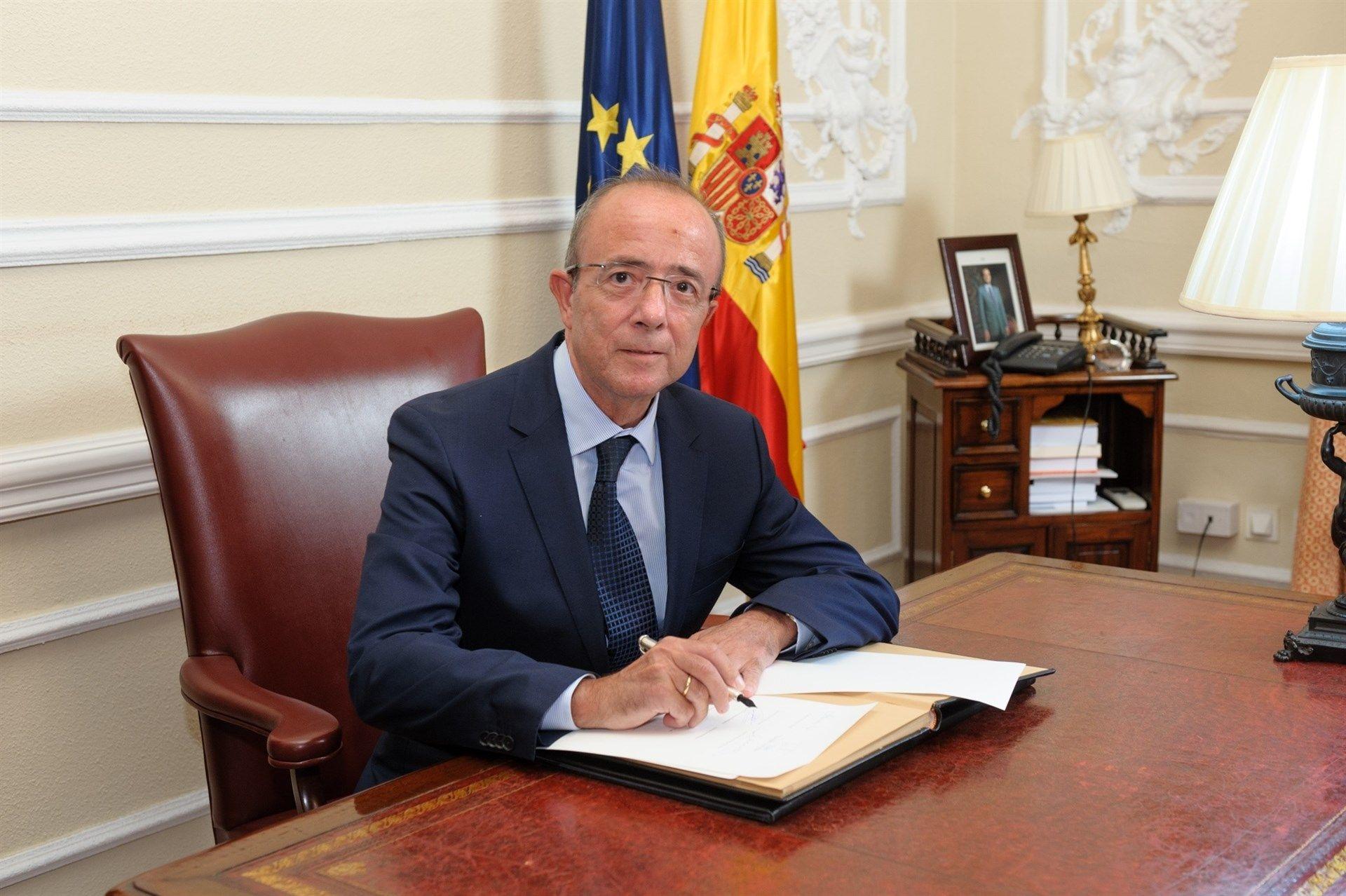 Ana Villarino, alcaldesa de Oímbra:«É moi posible que pases a Verín ou Portugal».Miguel de la Fuente, decano del Colegio de Economistas de Asturias