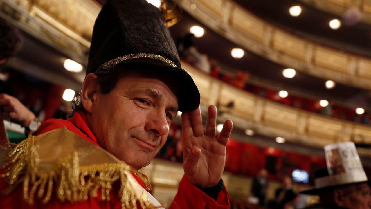 Los disfraces son todo un clásico entre los que acuden a ver en directo el sorteo al Teatro Real