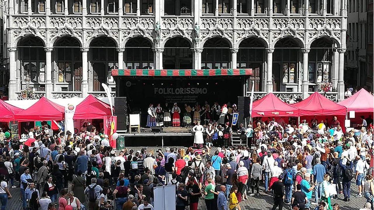Grupo Folklorico del Centro Asturiano de Bruselas, durante la celebración del Folklorissimo, en la Grand-Place de la capital belga