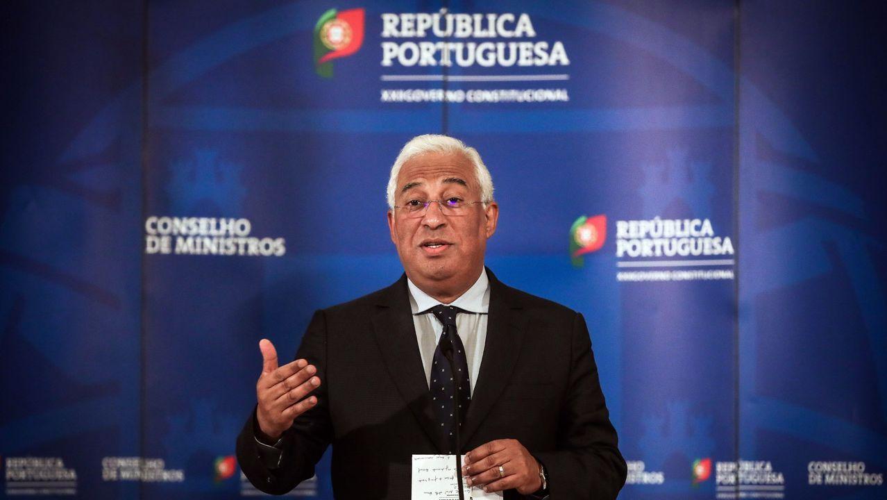 Sánchez amplía el estado de alarma hasta el 9 de mayo.Foto de familia del nuevo Gobierno en la escalinata del Palacio de la Moncloa