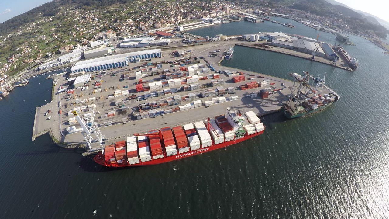 Pontevedra, normalidad laboral en la industria en el primer lunes en estado de alarma.Vista de la zona de contenedores del puerto de Marín