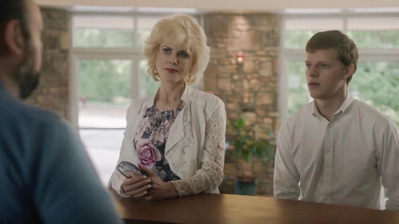 Nicole Kidman y Lucas Hedges, en una escena de «Identidad borrada»