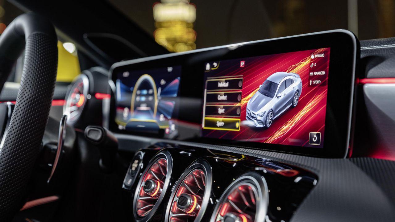 Interior del nuevo Mercedes AMG CLA 35 Matic