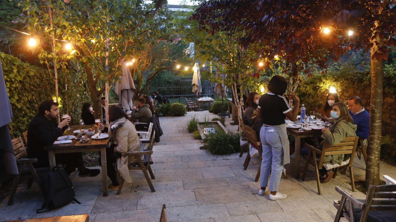 Vuelven las cenas a los restaurantes de Santiago.Javier Nicolás afirma que la gerencia tiene la mano tendida con los negocios en dificultades