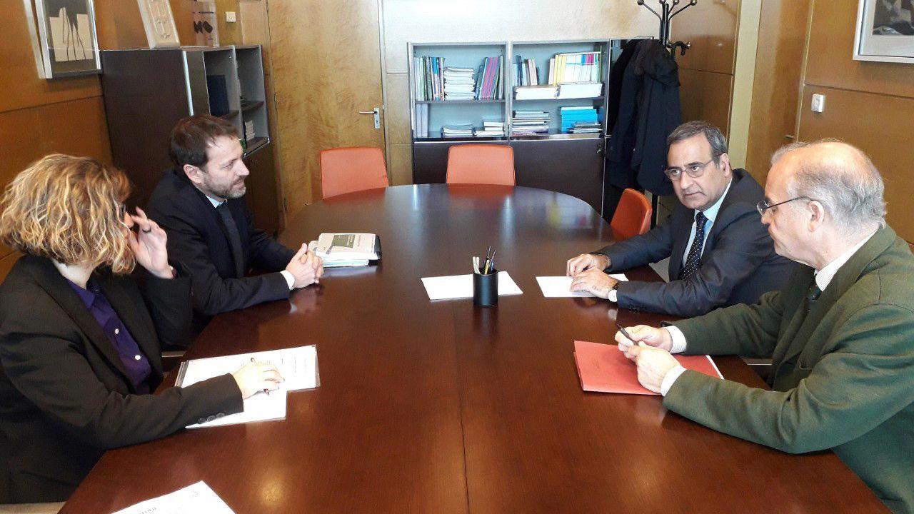 Viti Real Oviedo Malaga Carlos Tartiere.El consejero de Infraestructuras, Ordenación del Territorio y Medio Ambiente, Fernando Lastra, en la reunión con  los responsables de Adif.